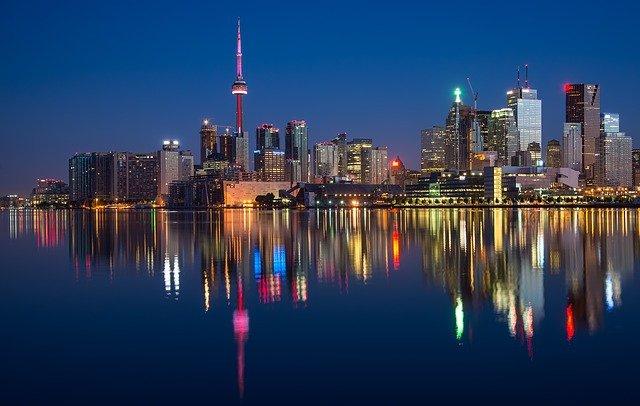 引っ越し祝いはカナダでも贈るの?